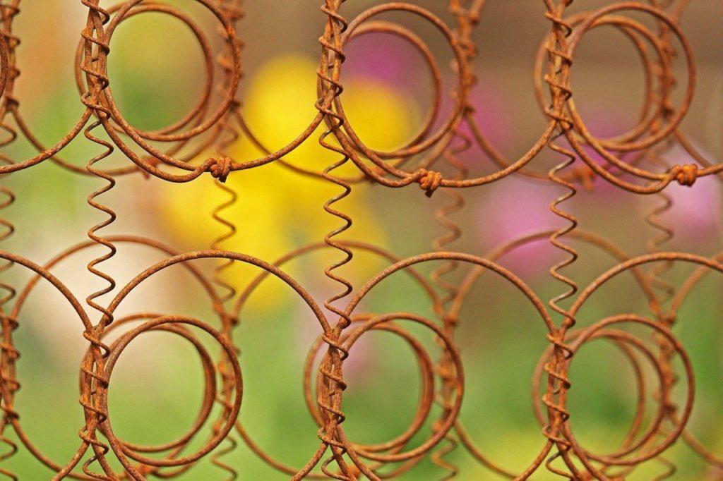 Estructura oxidada de muelles de colchón